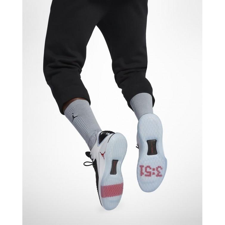 official photos e5eac 5a67a Chaussure de Basket Nike Air Jordan XXXII Low Homme Noir Blanche Rouge  AA1256-